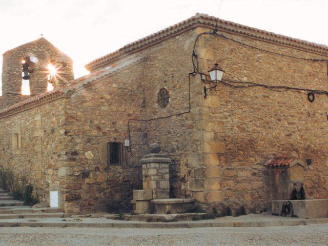 Iglesia en La Acebeda.  Imagen de la Dirección General de Turismo, Consejería de Economía e Innovación Tecnológica, CAM
