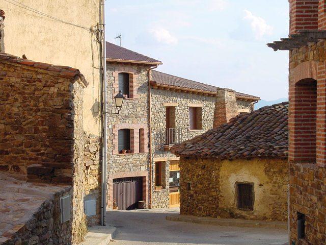 Calle de Berzosa del Lozoya.  Imagen de la Dirección General de Turismo, Consejería de Economía e Innovación Tecnológica, CAM