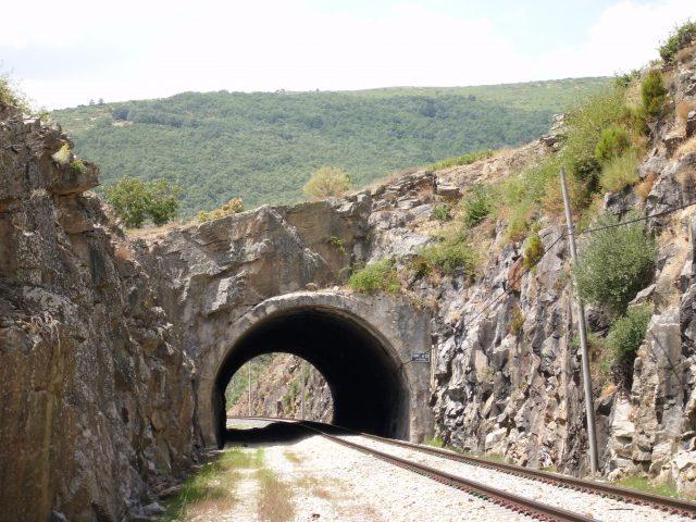 Túnel entre La Acebeda y Robregordo en la Ferrocarril directo Madrid-Burgos. PedroMix