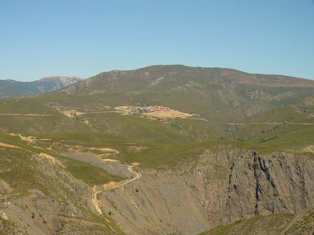 Vista aérea de El Atazar. Imagen de la Dirección General de Turismo, Consejería de Economía e Innovación Tecnológica, CAM