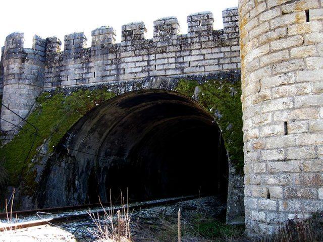 Boca norte del túnel de Somosierra.  Televisible