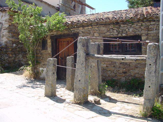 Casa_en_La_Acebeda.  Imagen de la Dirección General de Turismo, Consejería de Economía e Innovación Tecnológica, CAM