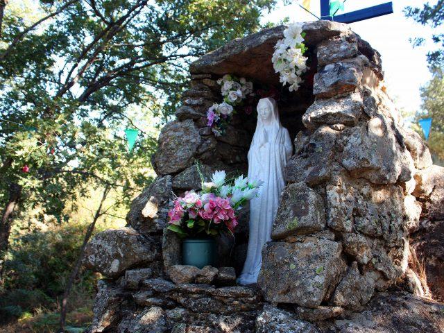Imagen_de_la_Virgen_Blanca_-_panoramio_r_santos