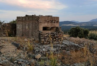 Two routes that run through the forgotten vestiges of the Spanish Civil War in the Sierra Norte de Madrid